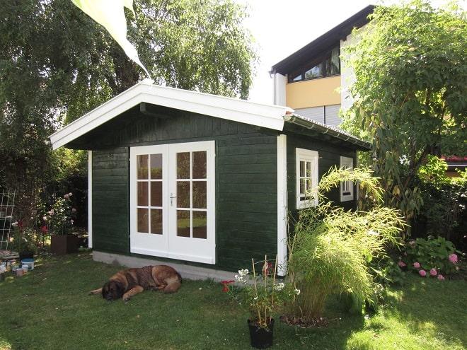ger tehaus holz gr n schwedenhaus stil praktische. Black Bedroom Furniture Sets. Home Design Ideas
