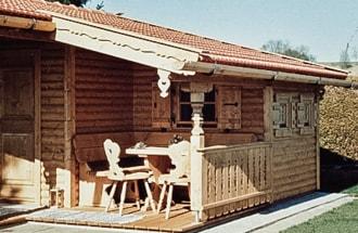 Holzverkleidung für den Außenbereich für gemütliche Stunden auf der ...